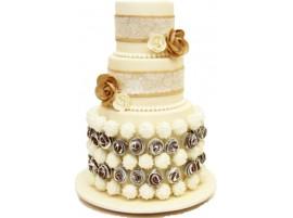 Свадебный торт с большими цветами из мастики