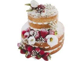 Свадебный торт с клубникой и живыми белыми цветами