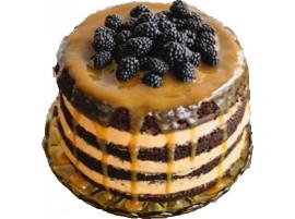 Свадебный торт ягодный с ежевикой, карамелью и вареной сгущенкой