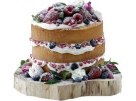 Торт с ягодами, украшенный зёрнами граната