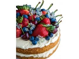 Свадебный торт ягодный с клубникой, голубикой и черешней