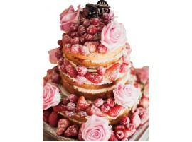 Свадебный торт с клубникой и натуральными розами
