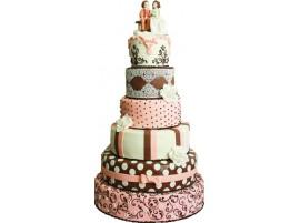 Свадебный торт с мастикой и фигурками молодоженов