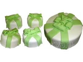 Свадебный торт с мини-пирожными с зеленым бантом № 601