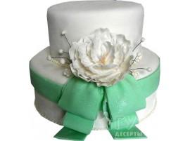 Двухъярусный свадебный торт с большим зеленым бантом № 627