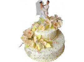 Свадебный торт с фигурками жениха и невесты № 404