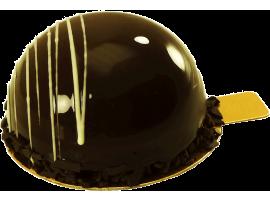 Муссовое пирожное Готье с шоколадный с вишневой начинкой
